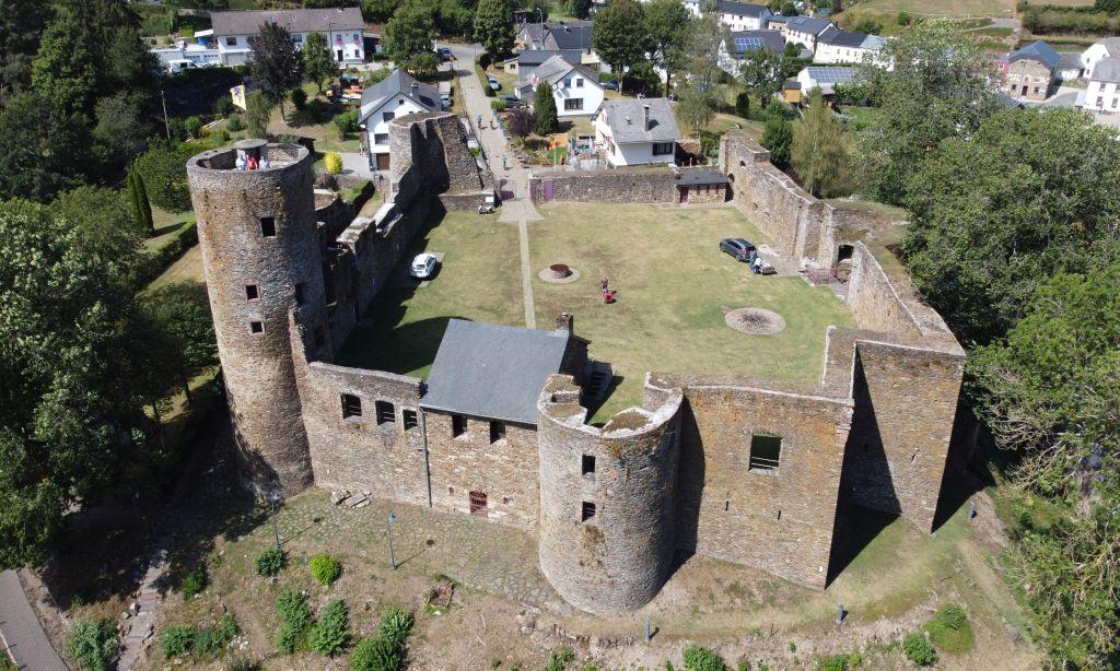 Luftaufnahme der Burg_0015_c_Burg-Reuland_1024